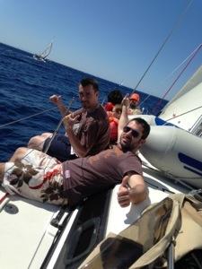 Aujourd'hui, c'est une longue étape pour aller jusqu'à la ville la plus au sud de la Corse. Au demarrage, il y pétole. C'est le moment de faire différents tests. Sébastien part sur le bateau O2 et pour lui c'est le […]